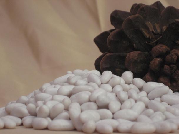 Piñones cubiertos de azucar, 135 gr