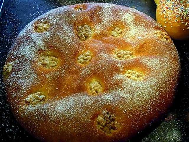 Torta rellena de crema pastelera.700g